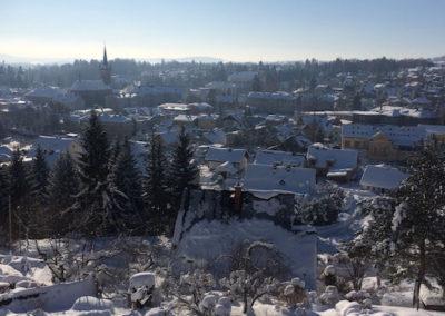 pohled na zimni mesto Vrchlabi z apartmanu bella bista