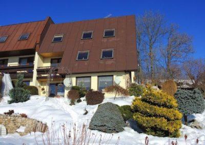 exterier apartmanu bella vista a zimni pohled ze zahrady